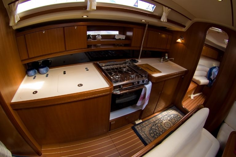 10 Great Sailboats to Live In_Where you make it