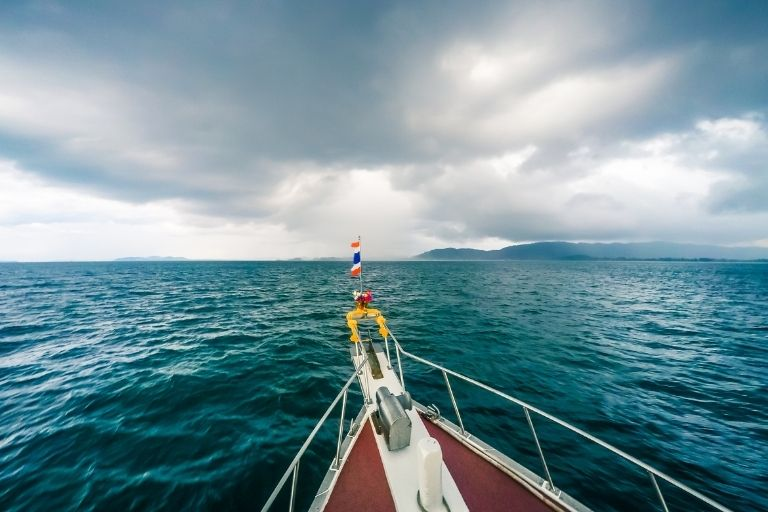 What Should You Do if Caught in Severe Storm Conditions on a Boat_Where you make it
